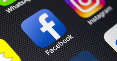 A picture of Facebook's icon on a mobil phone screen