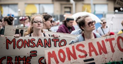 people protesting against Monsanto company