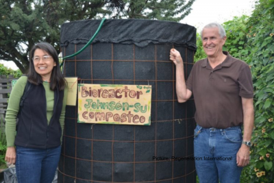 The Johnson-Su composting method creates compost teeming with microorganisms that improve soil health and plant growth and increase the soil's potential to sequester carbon.
